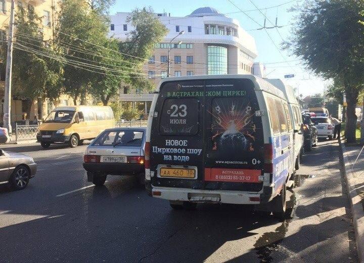 В Астрахани произошла авария с участием двух маршруток