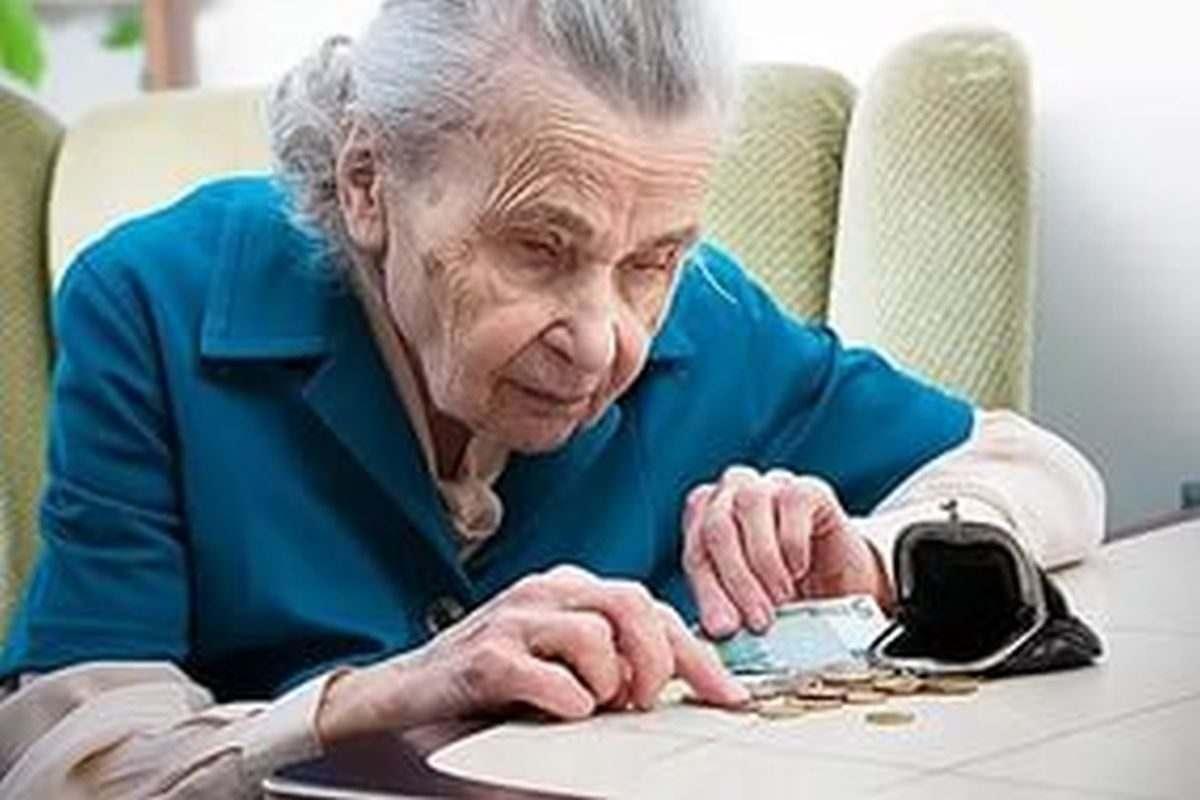 В Астрахани обокрали пожилую женщину-инвалида