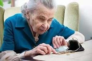 В Астрахани сиделка обокрала слепую пенсионерку
