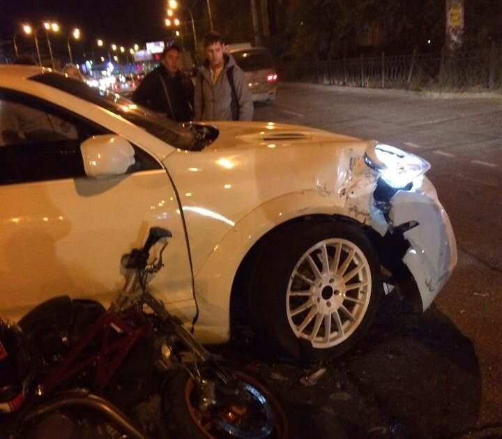 Семнадцатилетний мотоциклист на скорости врезался в «Порше Кайен»
