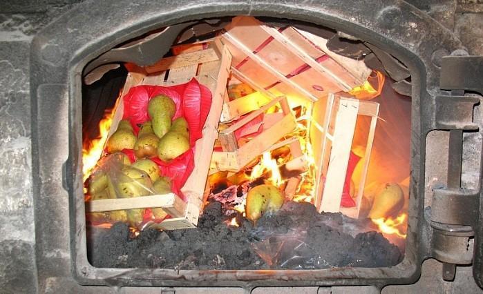 Овощи и фрукты в ассортименте уничтожили под Астраханью