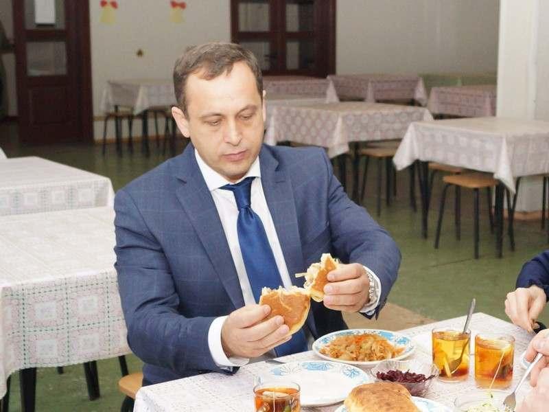 Депутаты областной Думы пообедали в школах