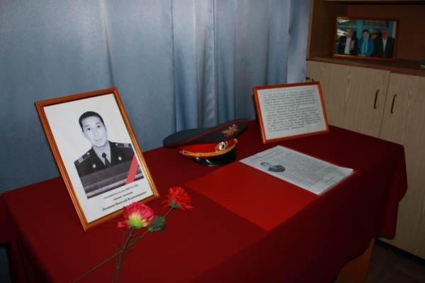 В Астрахани увековечили память погибшего в Братском саду милиционера
