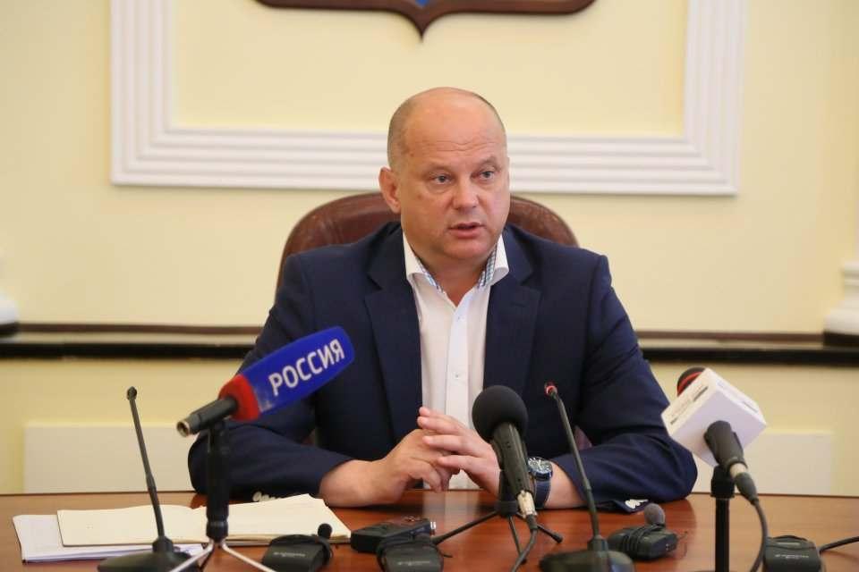 Администрация Астрахани сэкономит на себе