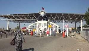 Иностранец хотел провести через Астрахань мандарины, но лишился 2000 рублей на границе