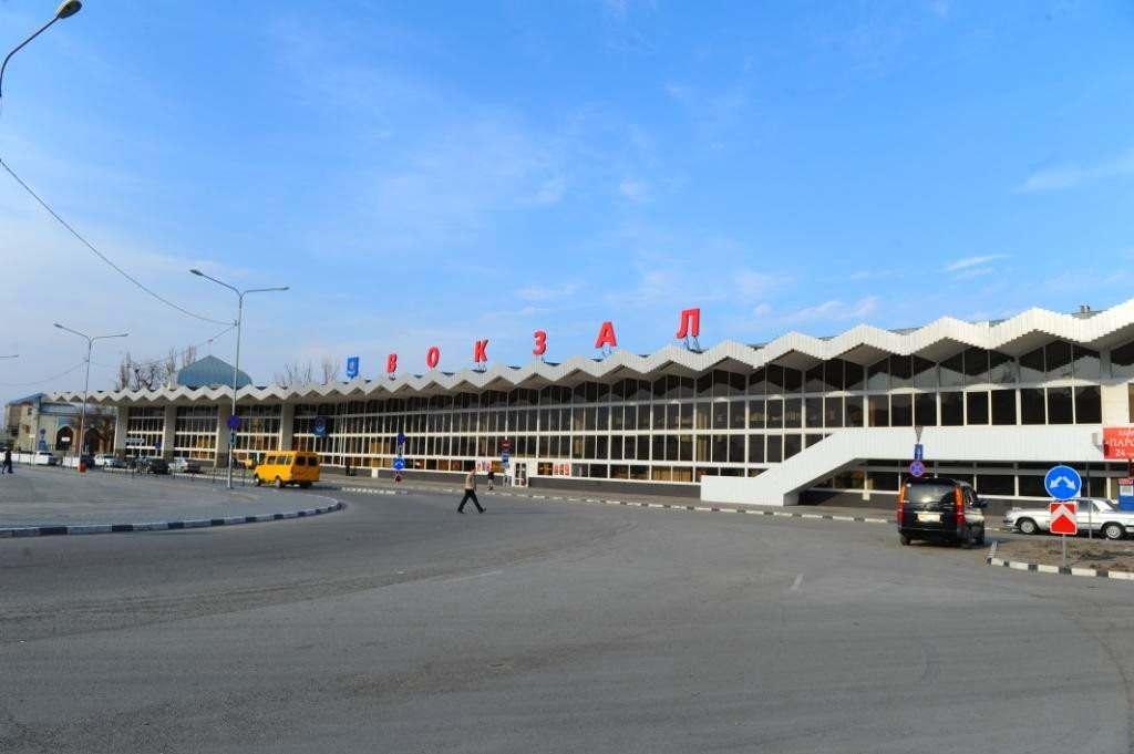 Администрация города наводит порядок у вокзала после рейда врио губернатора Бабушкина