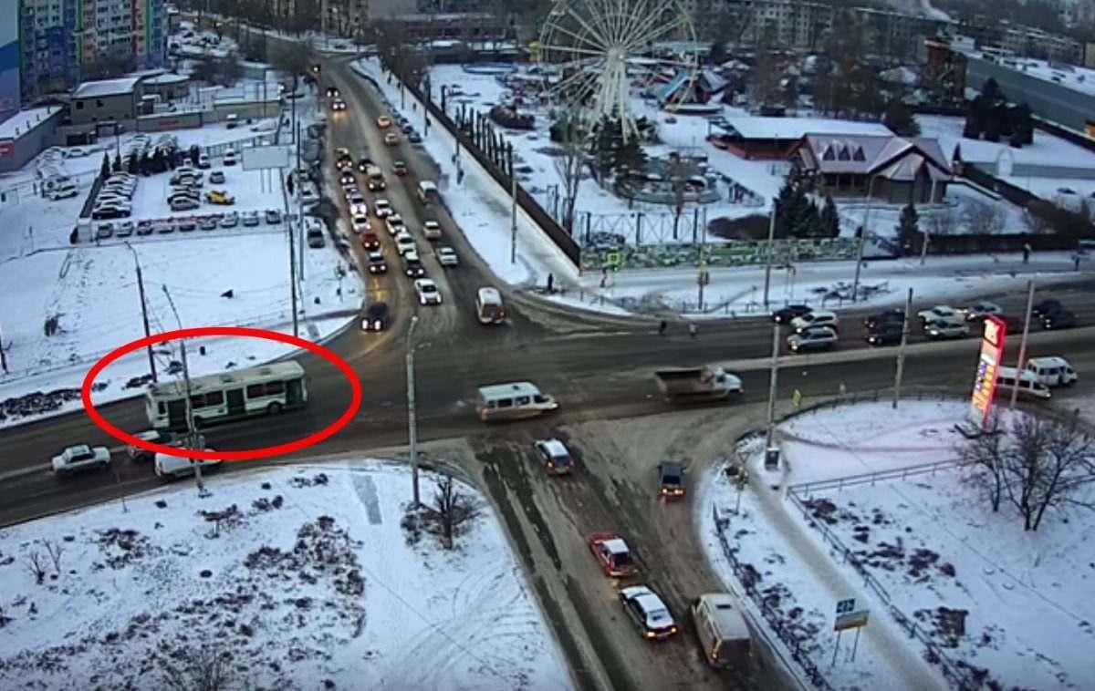 В Астрахани арестовали поехавшего по встречной водителя автобуса
