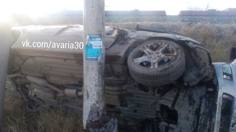 Астраханец разбил машину о столб и ушел