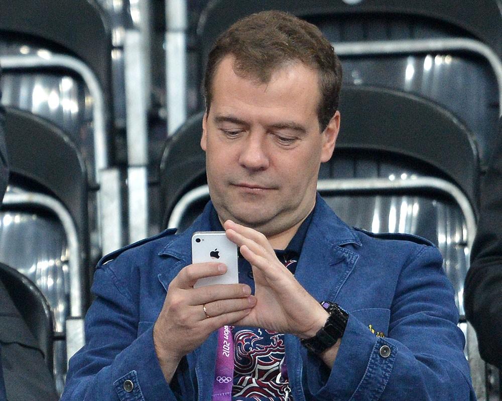 Дмитрий Медведев рыбачит в Астраханской области
