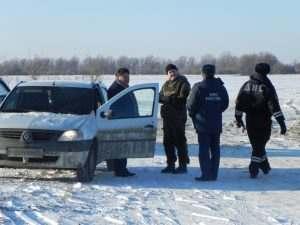 Астраханцев призывают не ходить по очень тонкому льду