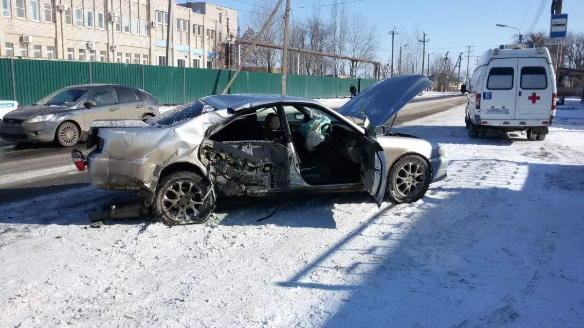 В Астрахани иномарка врезалась в столб
