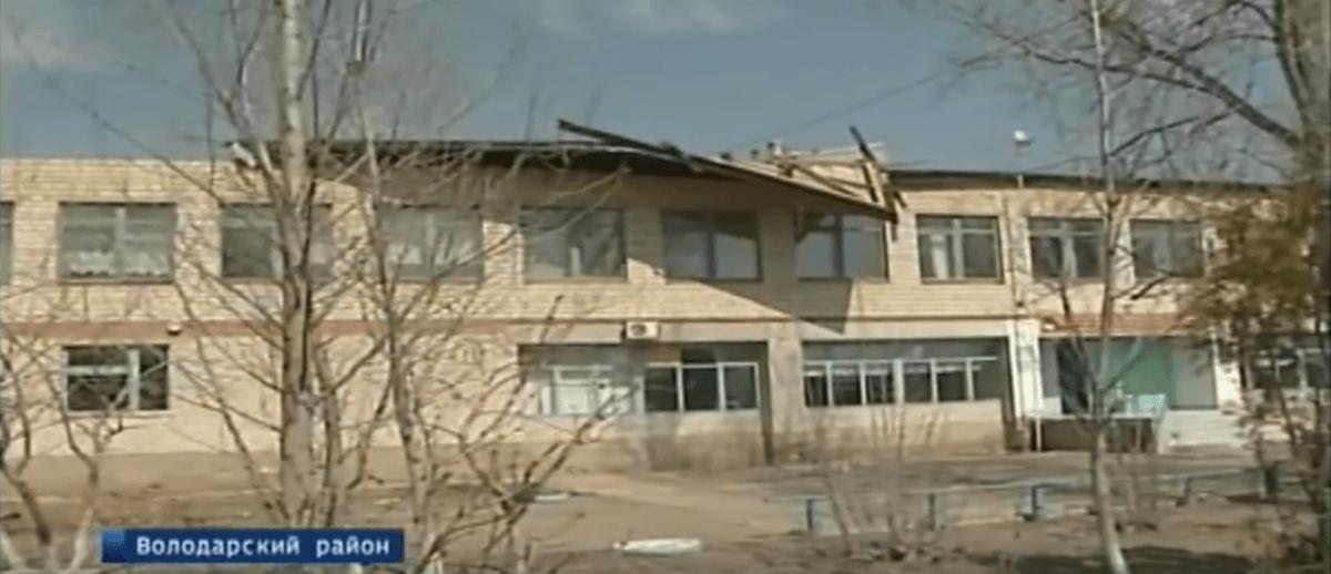 Под Астраханью дети учились в школе без кровли