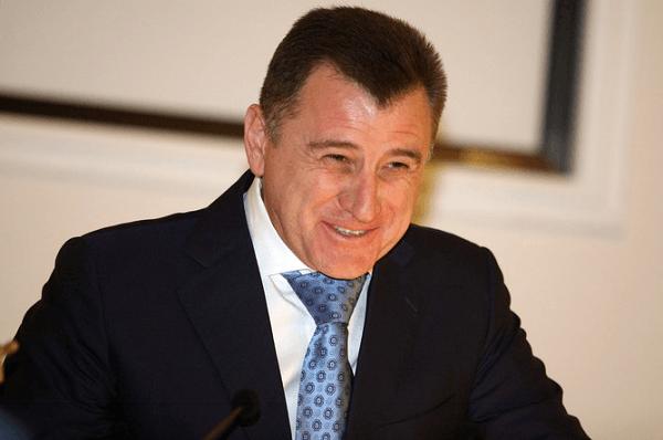 Сергей Боженов поздравил астраханок по радио