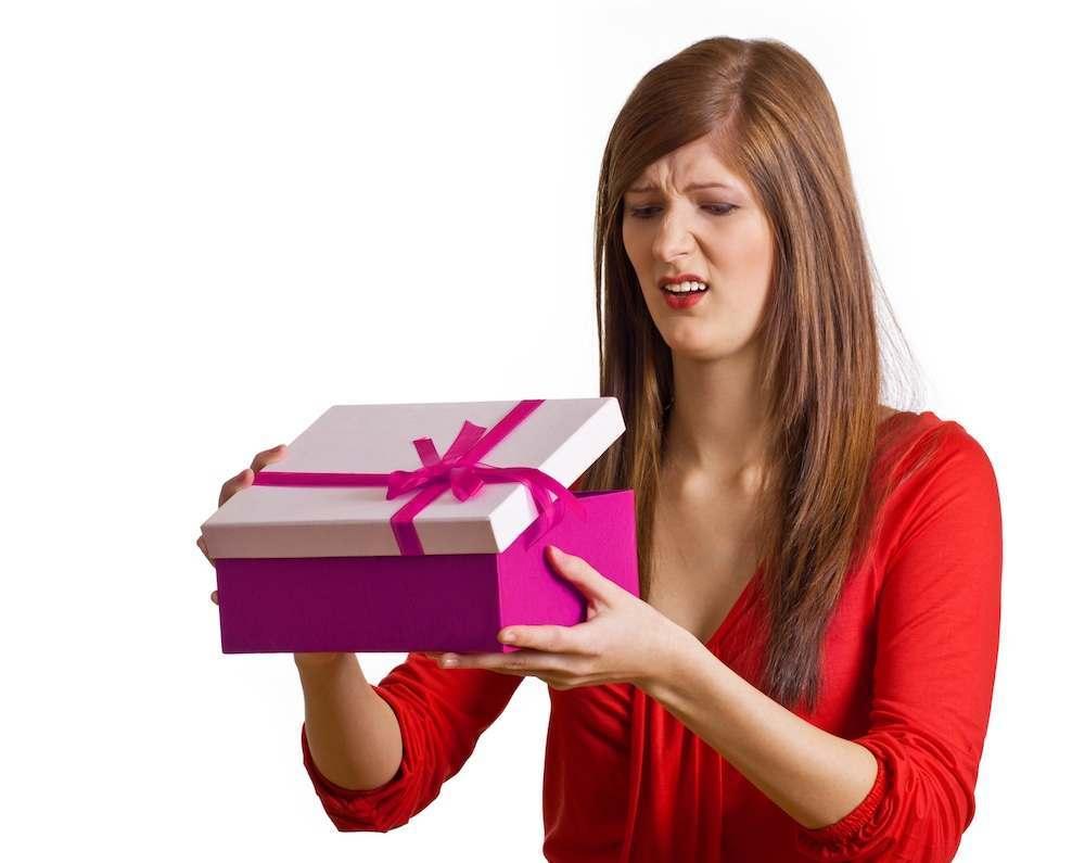 Астраханке пообещали подарок от банка на день рождения и обокрали
