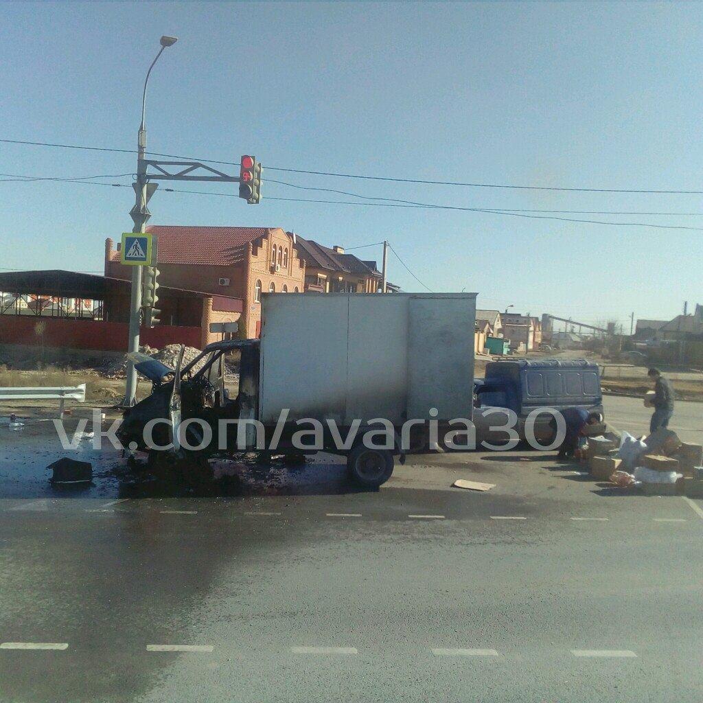 В Астрахани сгорела грузовая «ГАЗель»