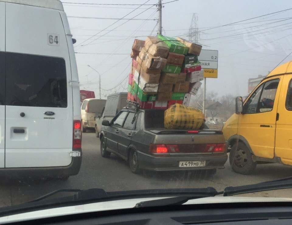 Астраханец удивил своей перегруженной машиной