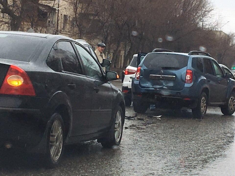 В Астрахани столкнулись четыре машины