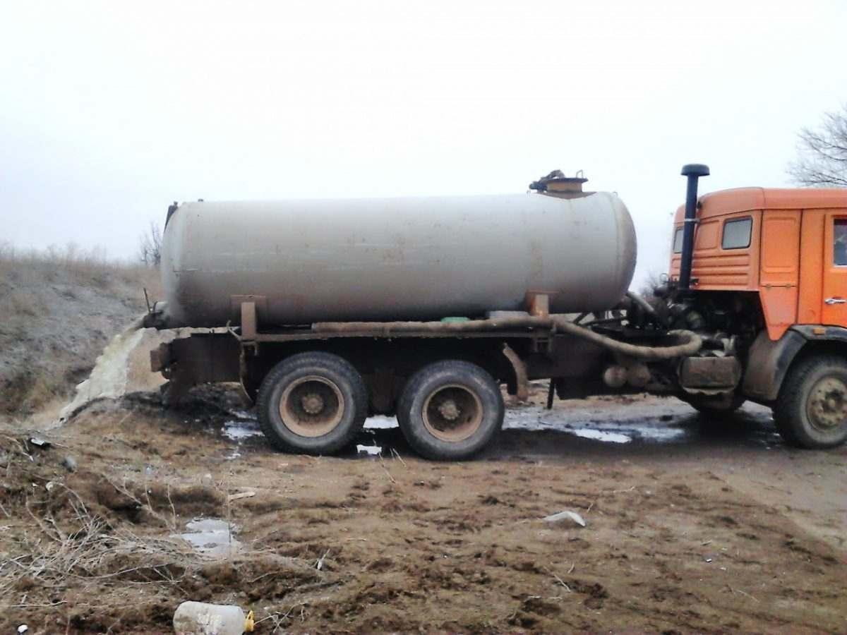 В Астраханской области сливают отходы в почву