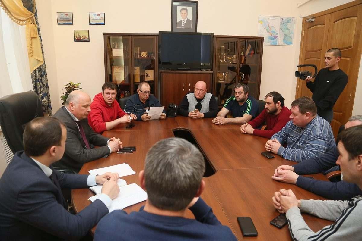 Астраханские власти сели за стол переговоров с бастующими дальнобойщиками
