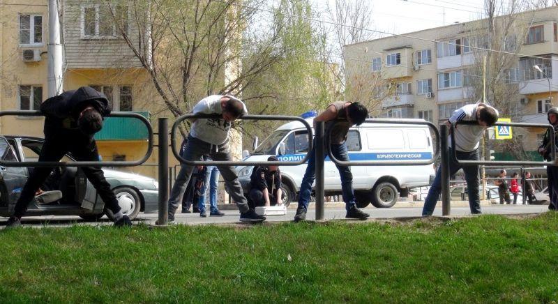 Четверых астраханцев арестовали за оружие и неадекватность