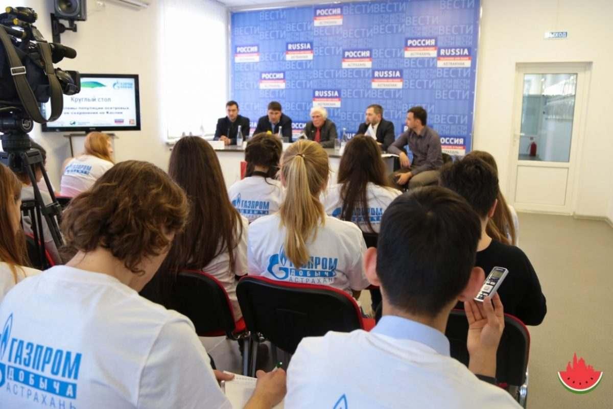 Астраханские школьники встретились с ведущим передачи «Диалоги о животных»