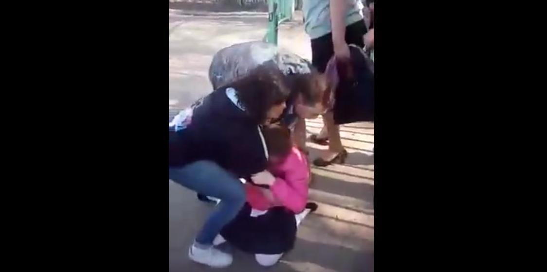 В Астрахани родители устроили многочасовое шоу с «дележкой» дочери