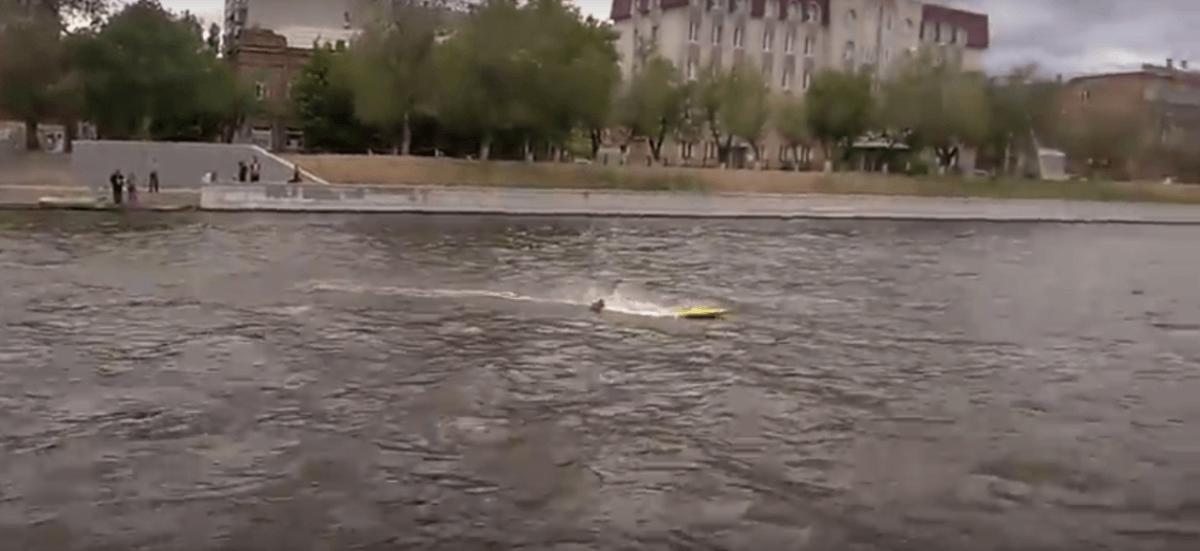 Астраханцы устроили гонки на лодках