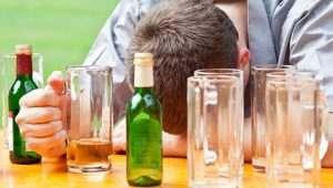 В Астраханской области пьют и курят больше всех в ЮФО