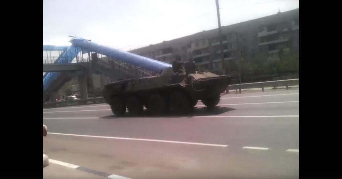 Астраханцев напугали БТРы на улицах областного центра