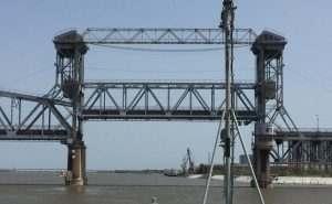 Старый мост снова разведут