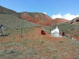У подножия горы Большое Богдо появился памятник добуддийскому божеству