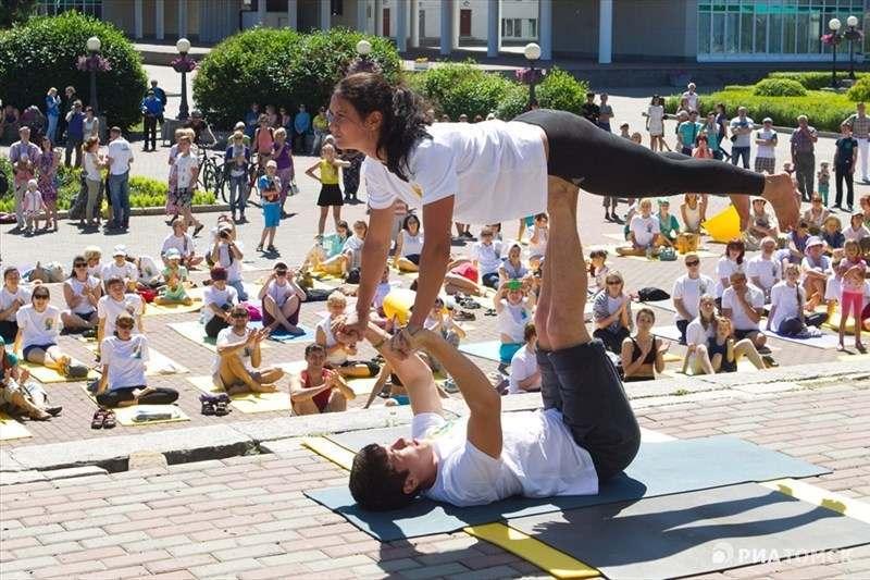 В выходные астраханцев ждет йога на набережной Волги