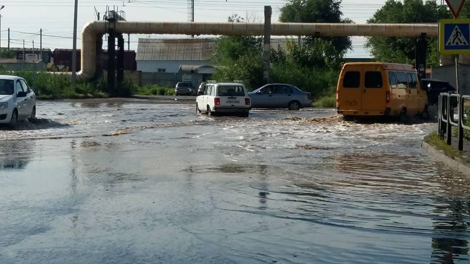 Сутки спустя: астраханцы продолжают жаловаться на потоп