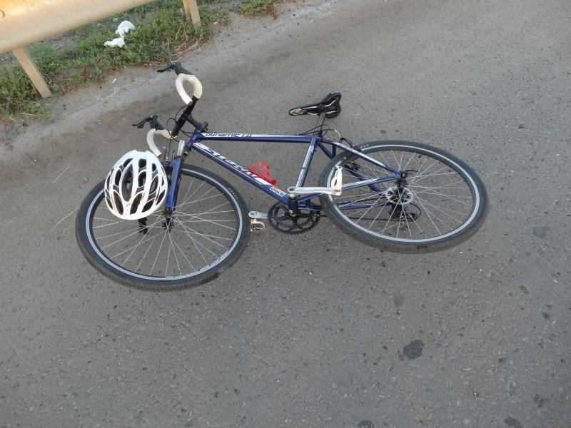 На объездной астраханский велосипедист влетел в фуру