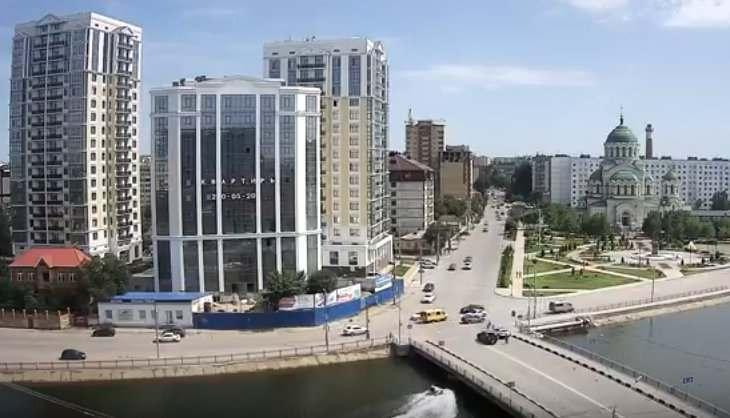 В Астрахани водный мотоцикл врезался в мост (видео)