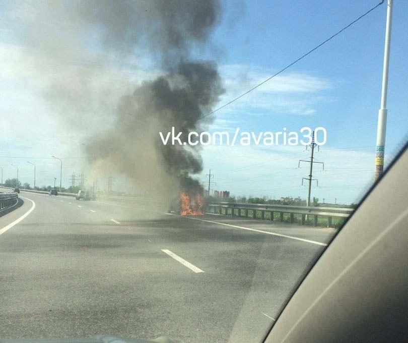 По дороге на Бабаевского горел автомобиль