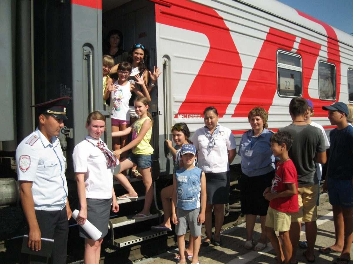 Организованная группа детей отправилась в путешествие поездом из Астрахани