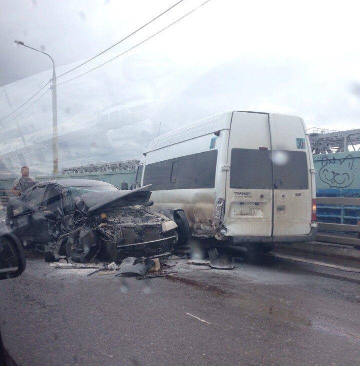 В Астрахани зажало семью в ДТП с маршруткой