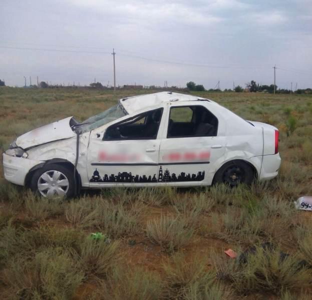 Под Астраханью перевернулось такси: 5 пострадавших