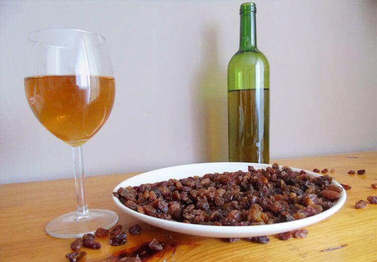 Астраханский фермер готовится производить изюм и вино