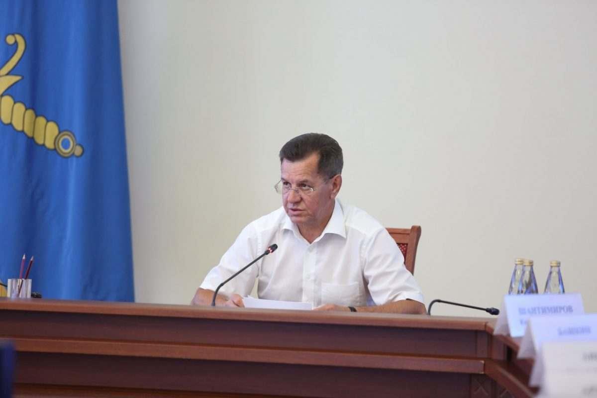 Александр Жилкин требует активнее взыскивать долги с астраханцев
