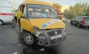 Из-за маршрутки в Астрахани произошла крупная авария (видео)