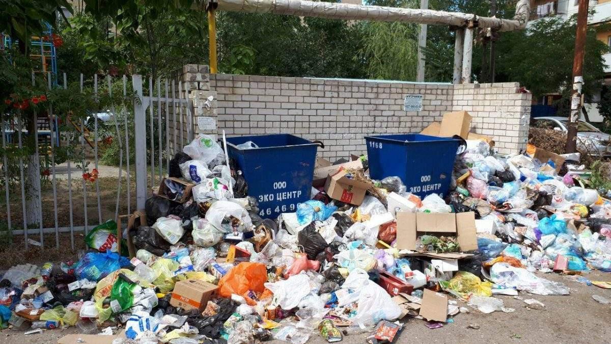 «Дворники ловят мусорные машины и уговаривают забрать мусор»