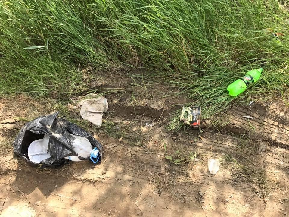 Астраханцев довели до самостоятельной уборки мусора