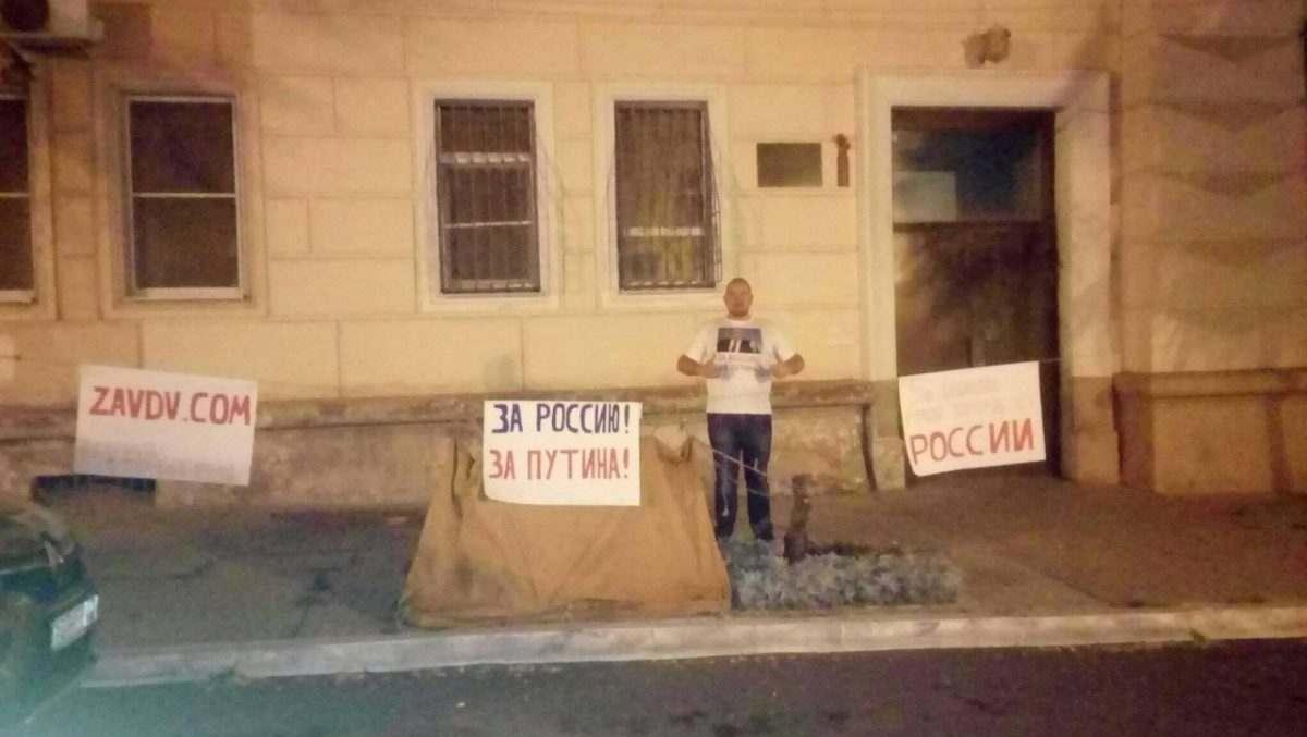 Астраханец объявил голодовку за Путина