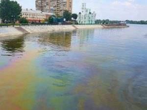 В астраханских водоемах критический уровень загрязнения нефтепродуктами
