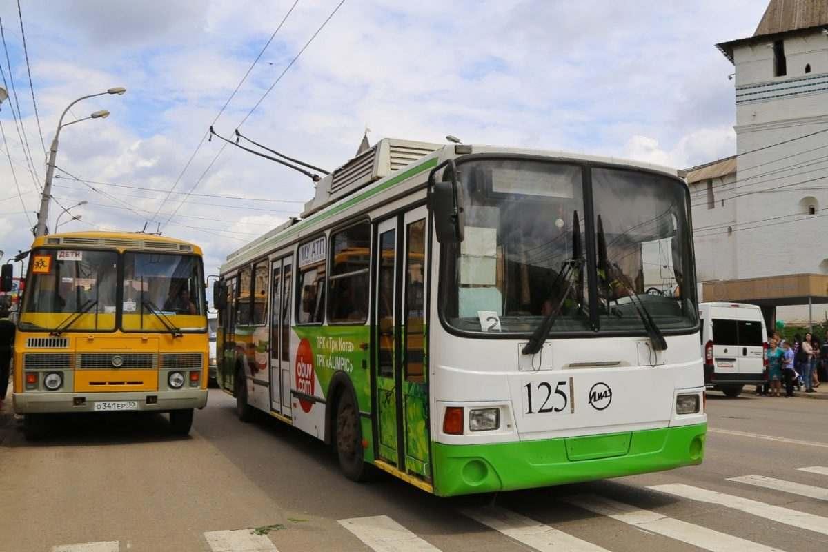 Владимира Путина просят спасти астраханский троллейбус