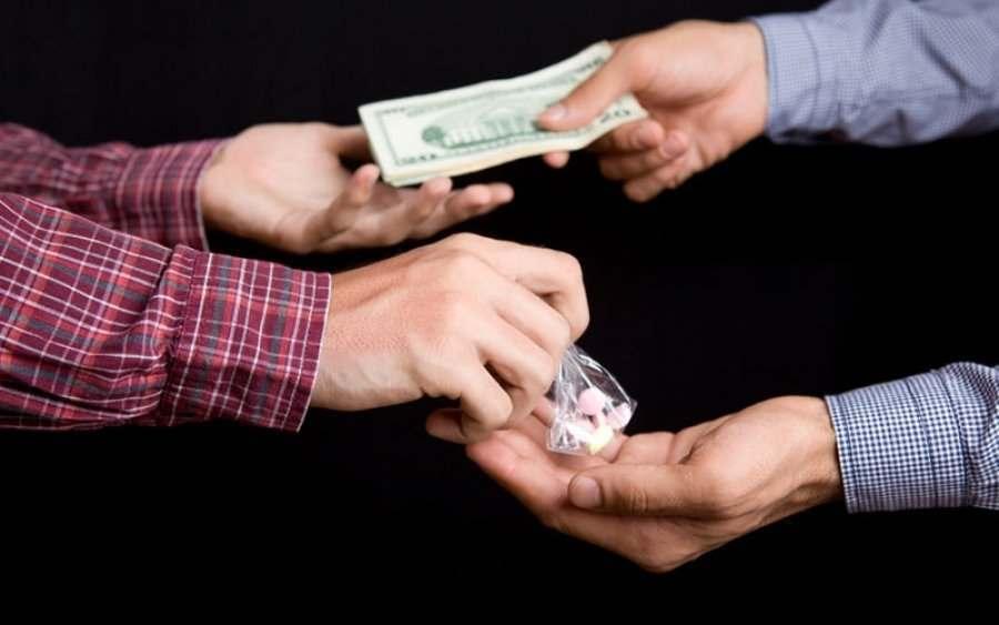 Наркоторговцы предлагают астраханцам работу за 145 000 рублей в месяц