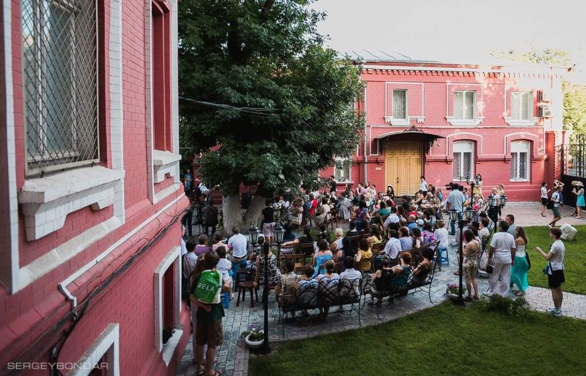 Астраханская картинная галерея открывает сезон «музейных двориков»