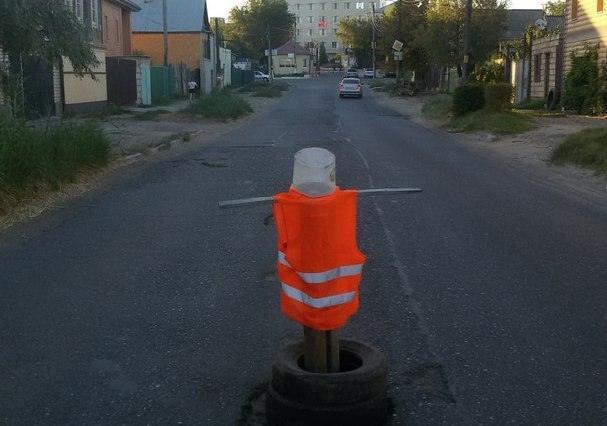 В Трусовском районе появился дорожный «арт-объект»